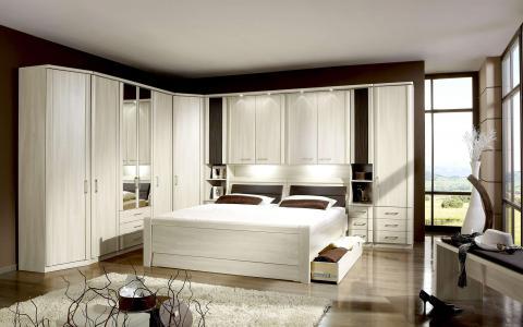 Slaapkamer Luxor, bed 160x200 + 2 nachttafels + bovenkasten + inloopkast + kommode + kledingkast